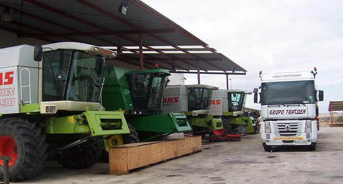 Exposición de maquinaria agrícola en las instalaciones de Tracoen